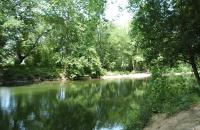 Le Lez, rivière de Montpellier, sur les bords de laquelle les Juifs possédaient deux moulins au Moyen Âge