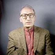 Jean-Claude Milner en 2009, à l'occasion des Rencontres de Pétrarque, visitant l'Institut Maïmonide et le Mikvé médiéval