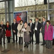 Vernissage de l'exposition; discours d'Hélène Feuillas, directrice des Archives municipales, en présence d'élus montpelliérains