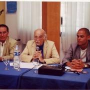 """Guy Zemmour et Michaël Iancu entourant Jean Carasso, directeur de """"La lettre sépharade"""" en 2000"""